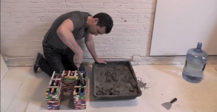 er baut eine lego-burg. als er beton hineingießt? oh mein gott!, Garten und erstellen