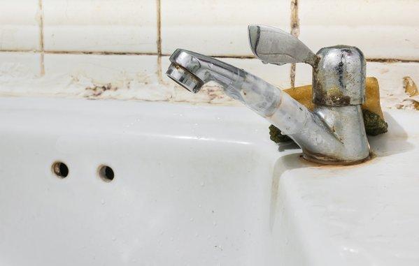 so wird das badezimmer sauberer als je zuvor 12 simple tricks lassen es mehr strahlen als die. Black Bedroom Furniture Sets. Home Design Ideas